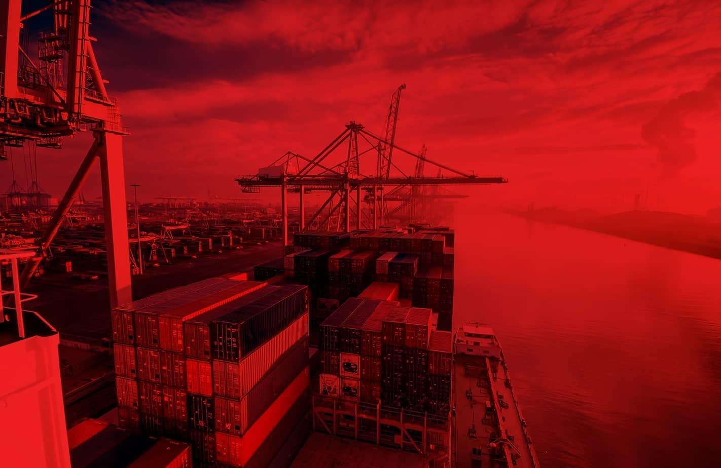 cargo lashing in port harbor
